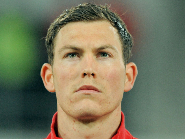 The 33-year old son of father Reto Lichtsteiner and mother(?), 180 cm tall Stephan Lichtsteiner in 2017 photo