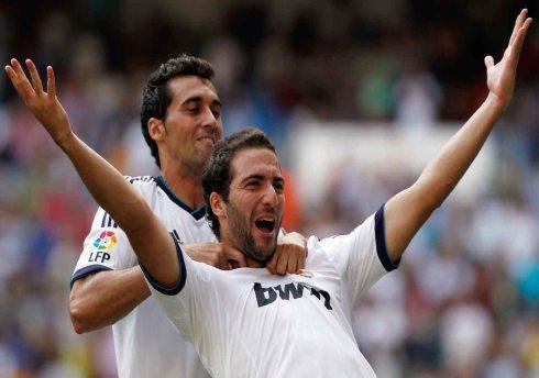 Gonzalo-Higuain-celebra-su-gol-con-Alvaro-Arbeloa