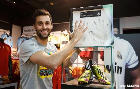 Arbeloa_en_tienda_adidas_Bernabýu (1)