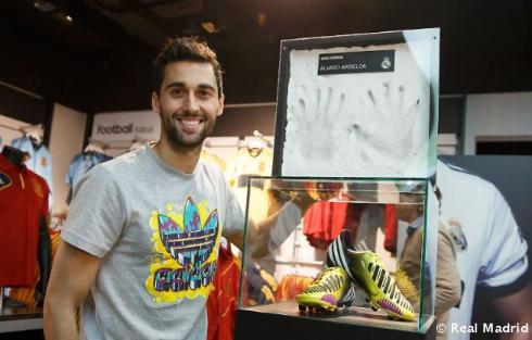 Arbeloa_en_tienda_adidas_Bernabýu (8)