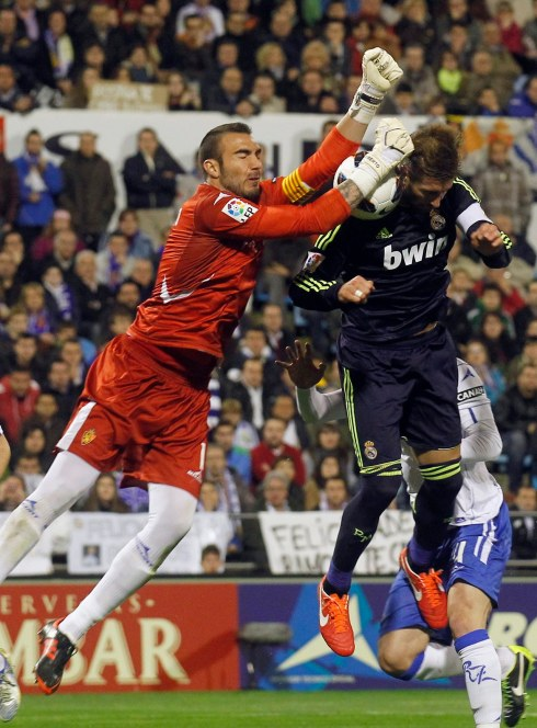 Real Madrid's Ramos challenges Zaragoza's goalkeeper Jimenez during their Spanish First division soccer league match at La Romareda stadium in Zaragoza