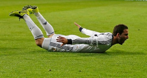 Real Madrid's Gonzalo Iguain celebrates his goal against Galatasaray