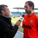Visita_de_Sergio_Goicochea_a_los_jugadores_del_Real_Madrid (3)
