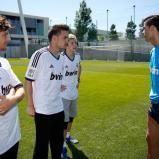 El_grupo_musical_One_Direction_visitý_la_Ciudad_Real_Madrid_ (2)