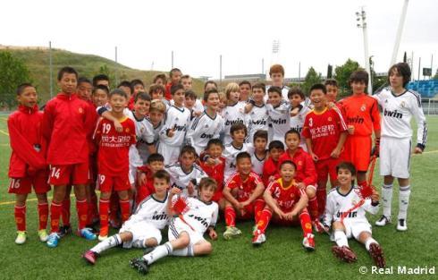 Escuela_de_la_Fundaciýn_Realmadrid_en_China (2)