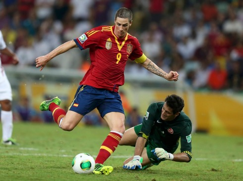 Spain's Torres scores the team's ninth goal near Tahiti's goalkeeper Roche during their Confederations Cup Group B soccer match at the Estadio Maracana in Rio de Janeiro