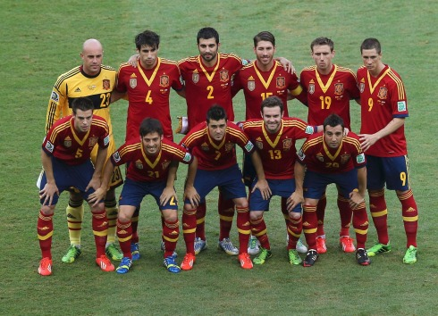 Spain's players pose for a team photo before their Confederations Cup Group B soccer match against Tahiti at the Estadio Maracana in Rio de Janeiro