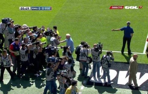 mourinho-attacked-by-photographers-last-game-real-madrid-santiago-bernabeu