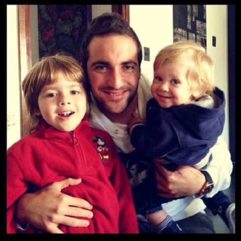 pipa with his nephews