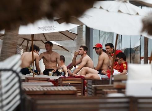 Spanish Players Swim In The Sea In Fortaleza