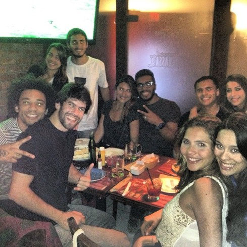 Marcelo, Clarice, Caio, Yasmin & friends had a night out...