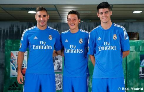 Presentaciýn_de_la_segunda_equipaciýn_del_Real_Madrid_2013-14 (10)