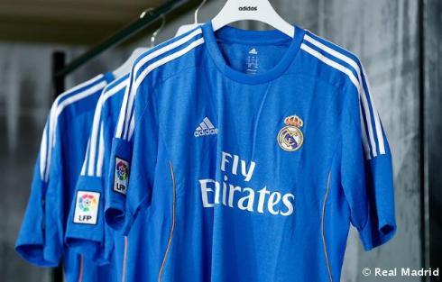 Presentaciýn_de_la_segunda_equipaciýn_del_Real_Madrid_2013-14 (11)