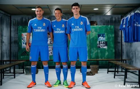 Presentaciýn_de_la_segunda_equipaciýn_del_Real_Madrid_2013-14 (1)