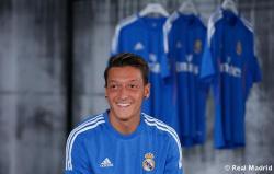 Presentaciýn_de_la_segunda_equipaciýn_del_Real_Madrid_2013-14 (18)