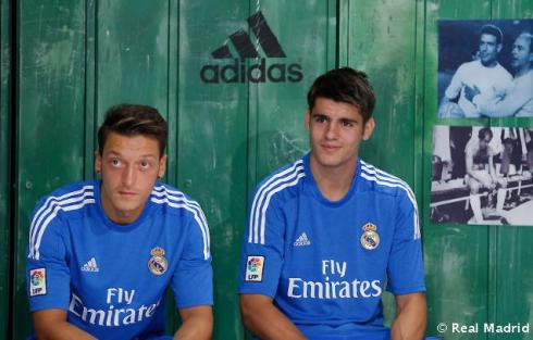 Presentaciýn_de_la_segunda_equipaciýn_del_Real_Madrid_2013-14 (21)