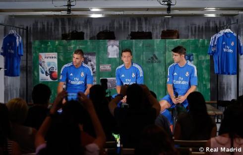 Presentaciýn_de_la_segunda_equipaciýn_del_Real_Madrid_2013-14 (22)