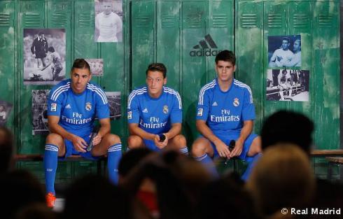 Presentaciýn_de_la_segunda_equipaciýn_del_Real_Madrid_2013-14 (23)