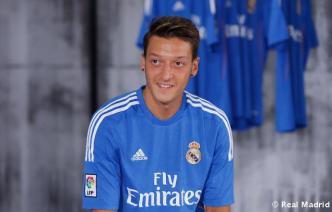 Presentaciýn_de_la_segunda_equipaciýn_del_Real_Madrid_2013-14 (24)