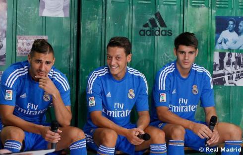Presentaciýn_de_la_segunda_equipaciýn_del_Real_Madrid_2013-14 (25)