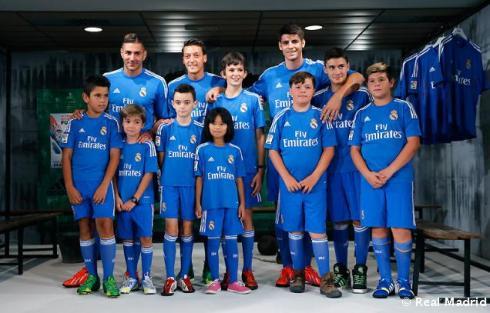 Presentaciýn_de_la_segunda_equipaciýn_del_Real_Madrid_2013-14 (3)