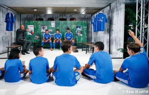 Presentaciýn_de_la_segunda_equipaciýn_del_Real_Madrid_2013-14 (4)
