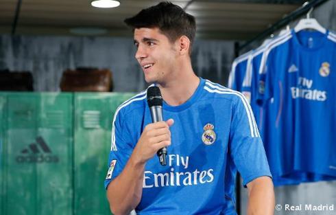 Presentaciýn_de_la_segunda_equipaciýn_del_Real_Madrid_2013-14 (7)
