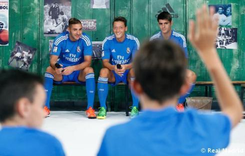 Presentaciýn_de_la_segunda_equipaciýn_del_Real_Madrid_2013-14 (8)