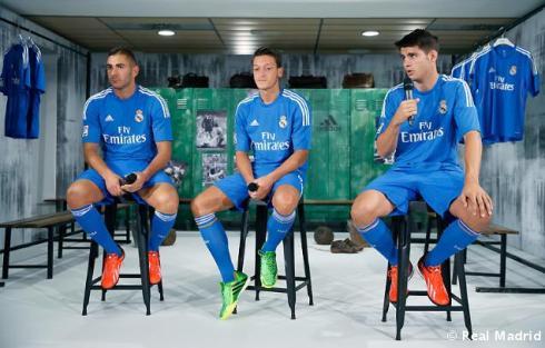 Presentaciýn_de_la_segunda_equipaciýn_del_Real_Madrid_2013-14 (9)