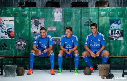 Presentaciýn_de_la_segunda_equipaciýn_del_Real_Madrid_2013-14