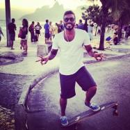 Caio skateboarding