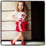 Vitoria is such a little fashion model!
