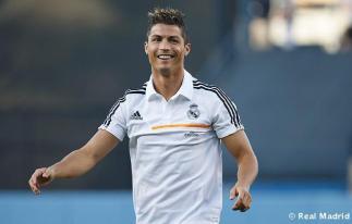 Cristiano_Ronaldo_en_el_partido_Dodgers_-_Yankees (15)