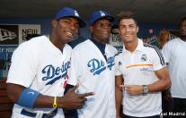 Cristiano_Ronaldo_en_el_partido_Dodgers_-_Yankees (2)