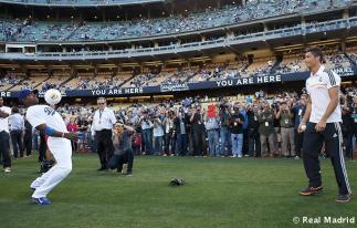 Cristiano_Ronaldo_en_el_partido_Dodgers_-_Yankees (4)