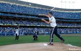 Cristiano_Ronaldo_hace_el_saque_de_honor_con_los_Dodgers (11)