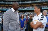 Cristiano_Ronaldo_hace_el_saque_de_honor_con_los_Dodgers (5)