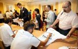 Los_jugadores_del_Real_Madrid_firmaron_autýgrafos_en_su_llegada_a_Phoenix (2)