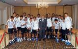 Los_jugadores_del_Real_Madrid_firmaron_autýgrafos_en_su_llegada_a_Phoenix (4)