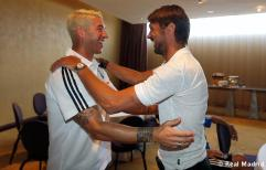 Maldini_y_Shevchenko_visitaron_al_Real_Madrid (9)