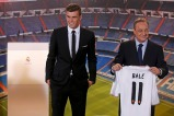 Gareth Bale of Wales poses a side Real Madrid president Florentino Perez holding his new jersey at the Santiago Bernabeu stadium in Madrid