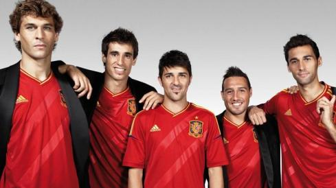 Lawd, Llorente is so hot in this picture & Javi knows it too.