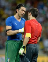 Iker+Casillas+Gianluigi+Buffon+Spain+v+Italy+7mUeG0P4isIl