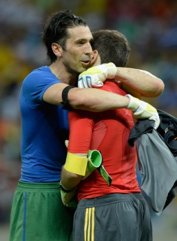 Iker+Casillas+Gianluigi+Buffon+Spain+v+Italy+gOw4WfMNAmUl