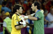 img-gianluigi-buffon-et-iker-casillas-1382349568_620_400_crop_articles-174201