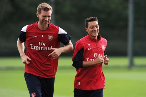 Per-Mertesacker-and-Mesut-Ozil-of-Arsenal-during-a-training-session-at-London-Colney-2268761