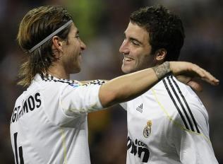 Sergio-Ramos-felicita-Higuain-gol-Valladolid