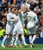 Sergio+Ramos+Mesut+Ozil+Real+Madrid+CF+v+Sevilla+D58K1ugXthkl