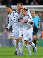 Sergio+Ramos+Mesut+Ozil+Real+Madrid+v+Borussia+aY76CfWCAGCl