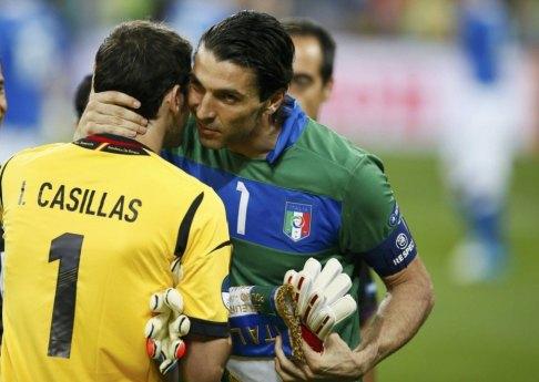 z12051314VGianluigi-Buffon-i-Iker-Casillas1